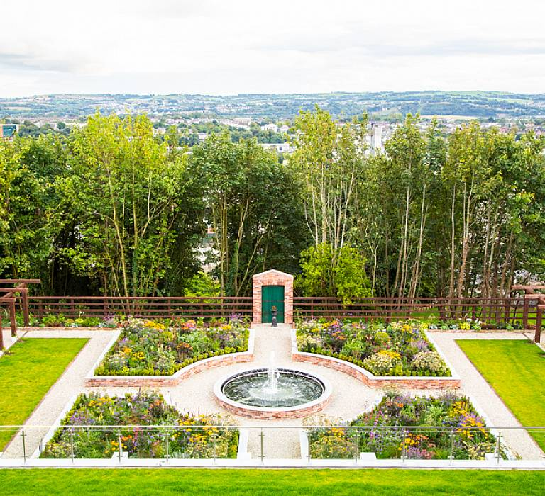MONTENOTTE HOTEL GARDENS HOSTS IRISH SCULPTURE EXHIBITION